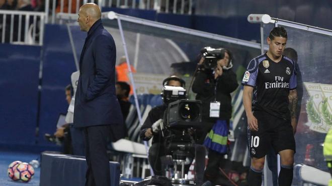 Vang tuc voi HLV,  bom tan cua Real Madrid tu loai minh khoi CLB anh 1