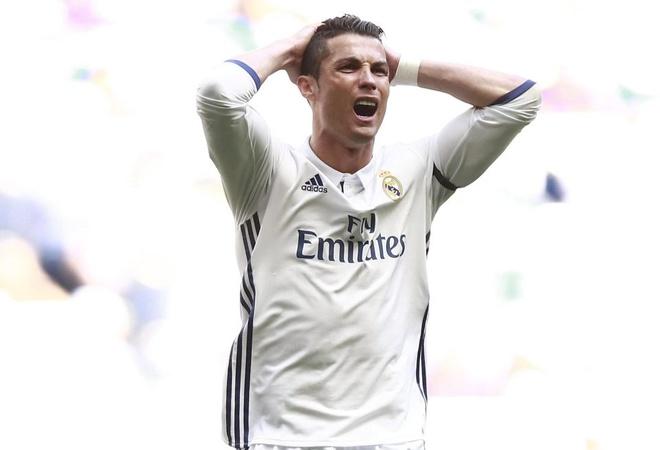 Sao Real ru nhau doi loai Ronaldo khoi derby Madrid hinh anh 1
