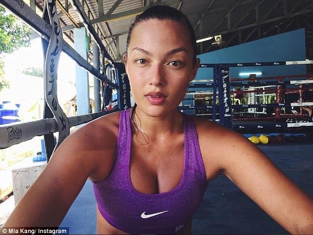 Mia Kang, vo si goi cam tren san Muay Thai hinh anh 1