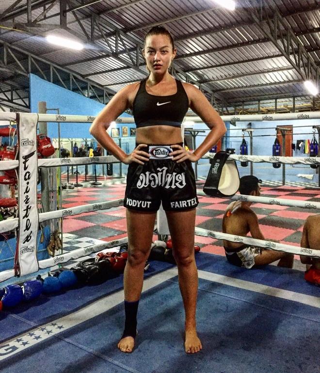 Mia Kang, vo si goi cam tren san Muay Thai hinh anh 2