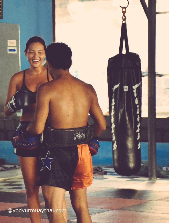 Mia Kang, vo si goi cam tren san Muay Thai hinh anh 5
