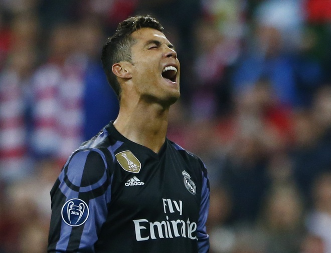 'Ronaldo, sai buoc tu CR7 thanh CR100' hinh anh