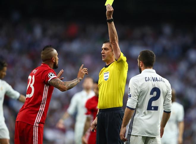 Ronaldo cung phai lu mo truoc 'man trinh dien choi sang' cua trong tai hinh anh
