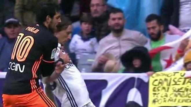 Nghi van trong tai tuong tuong penalty thien vi Real Madrid hinh anh 1