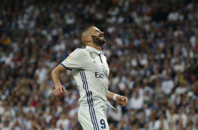 Sau Bale, toi Benzema thanh nan nhan cua Ronaldo hinh anh 1