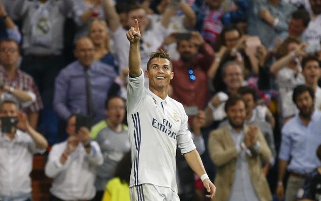Cang bi soi moi va thu ghet, Ronaldo cang vi dai hon hinh anh