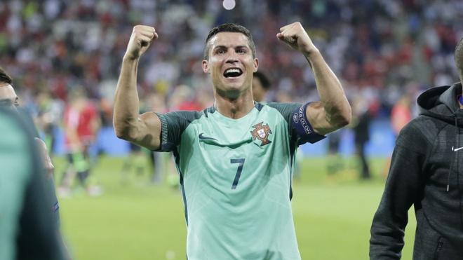 Ronaldo chiu bat cong ngay chinh tai que nha hinh anh 2