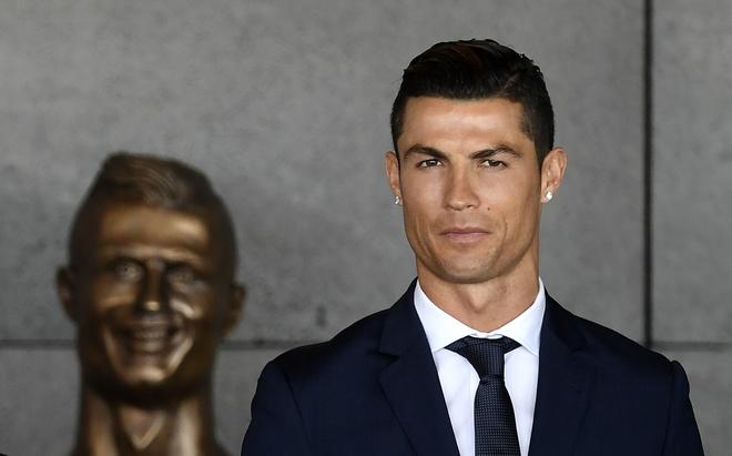 Ronaldo chiu bat cong ngay chinh tai que nha hinh anh