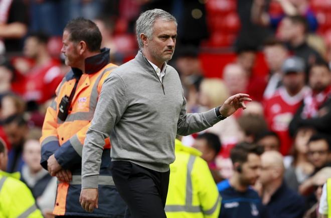 Buoi hop bao 6 giay cua Mourinho hinh anh