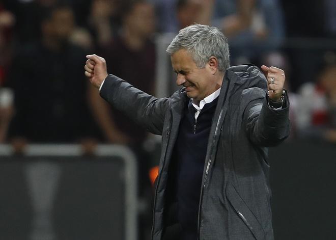 MU vo dich nho choi kieu Van Gaal va thang kieu Mourinho hinh anh 3