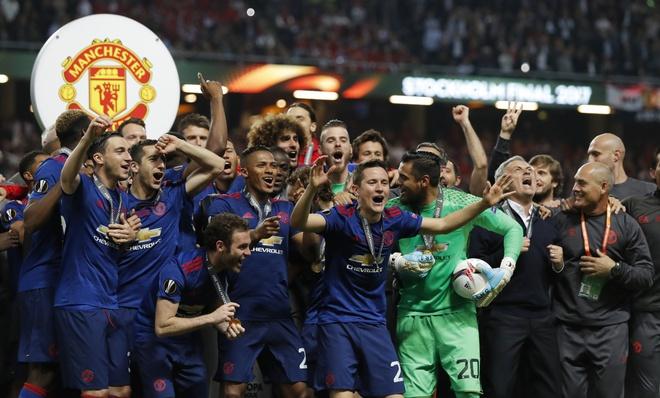 MU vo dich nho choi kieu Van Gaal va thang kieu Mourinho hinh anh 1