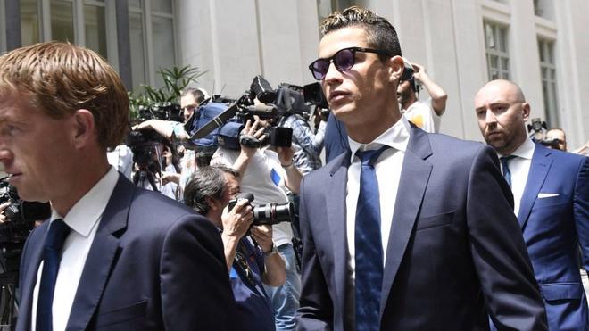 Gian lan tai chinh, Ronaldo co nguy co di tu 5 nam hinh anh