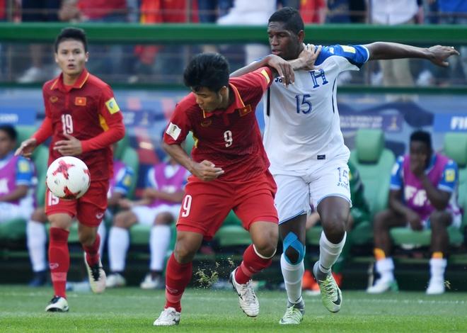 'U20 Viet Nam thi dau con hien qua' hinh anh 2