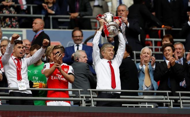 Arsenal chinh thuc ra phan quyet tuong lai HLV Wenger hinh anh 1