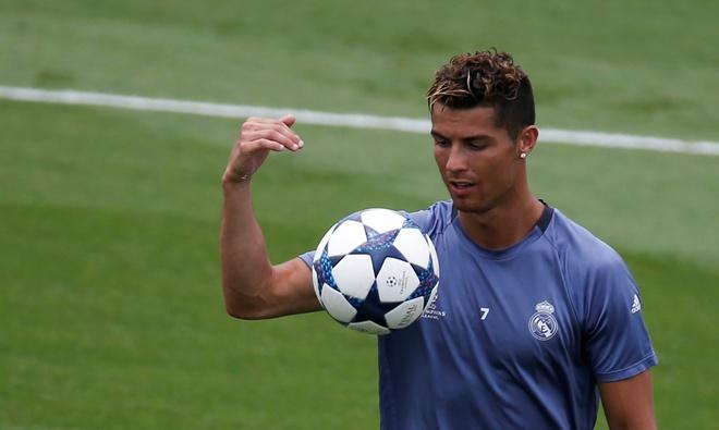 Zidane giup Ronaldo vi dai hon bang vai loi noi hinh anh