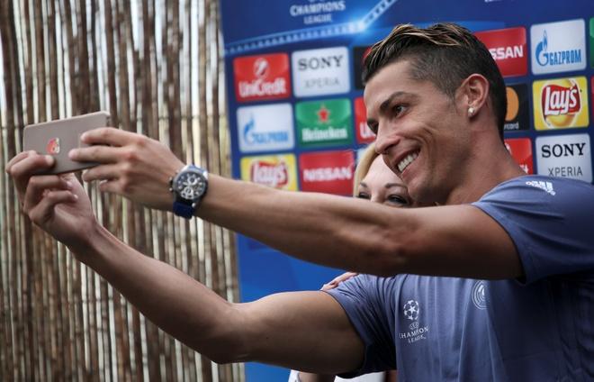 Zidane giup Ronaldo vi dai hon bang vai loi noi hinh anh 2