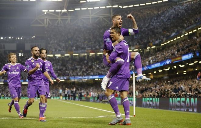 Real Madrid: Sau hao quang la con quy ke can nha vua hinh anh 1