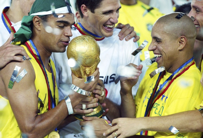Roberto Carlos bi cao buoc dung doping o World Cup 2002 hinh anh 1