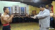 Flores de nghi chuong mon Nam Huynh Dao go clip truyen dien hinh anh