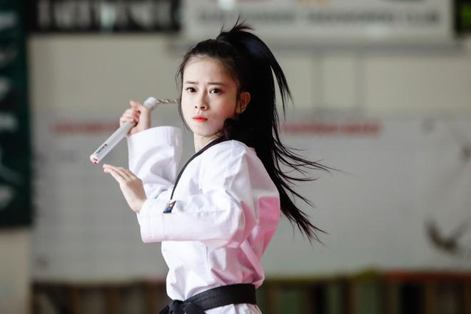 'Hot girl taekwondo' Chau Tuyet Van: Co don tren dinh so 1 hinh anh