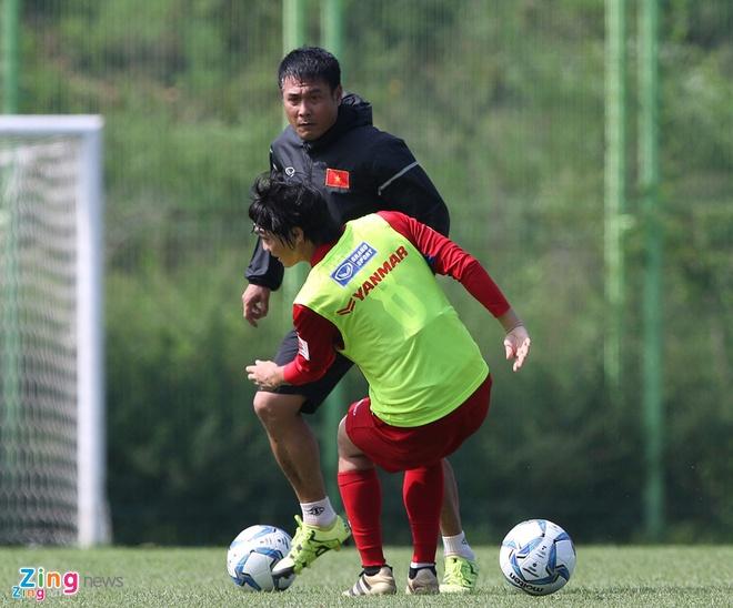 Huu Thang vao top 5 HLV co kha nang cao vo dich SEA Games 29 hinh anh 1