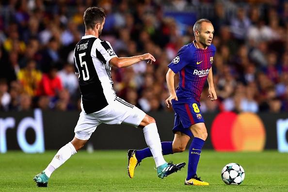 Messi xuat sac, nhung vinh quang thuoc ve Iniesta hinh anh 1