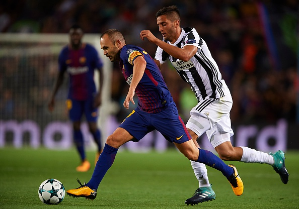 Messi xuat sac, nhung vinh quang thuoc ve Iniesta hinh anh 2