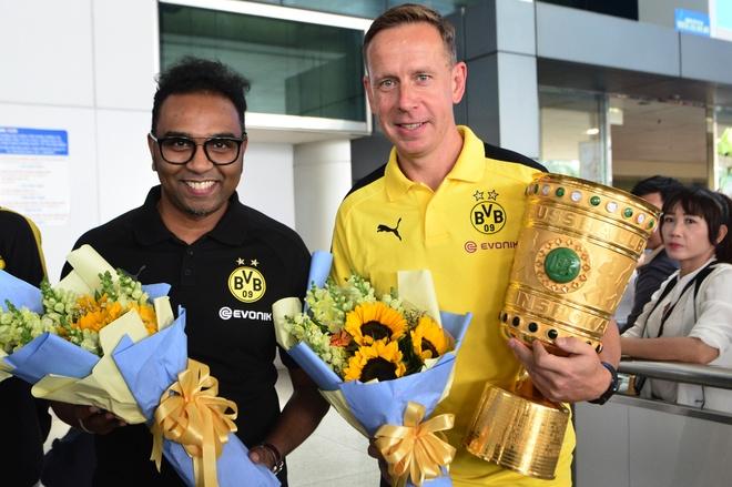 Huyen thoai Dortmund an tuong truoc su chao don cua fan Viet hinh anh
