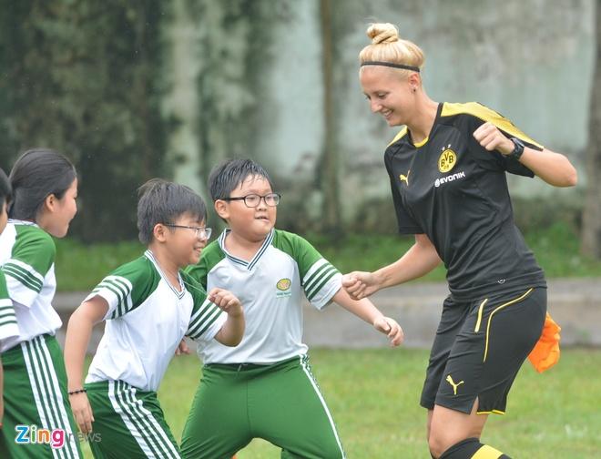 Nu HLV Dortmund: Chung toi san sang hop tac bong da voi Viet Nam hinh anh 2