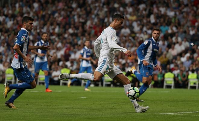 Ronaldo da nguoi cau thu Espanyol hinh anh 1