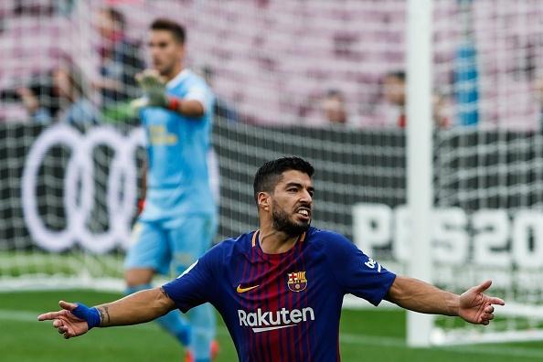 Vi Messi, Luis Suarez chim trong khung hoang? hinh anh 1