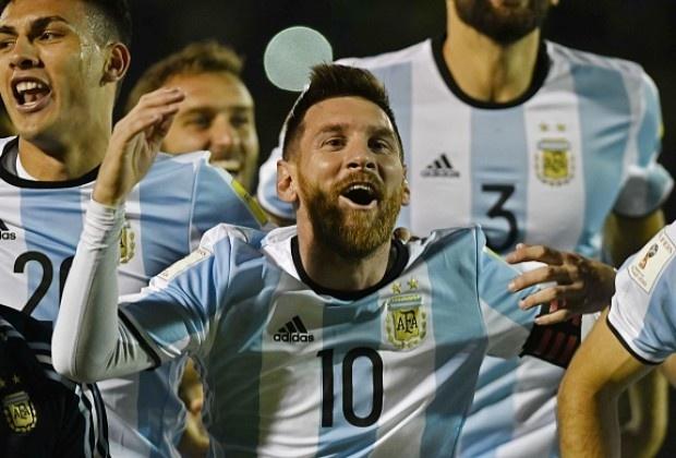 Khong phai Messi,  Argentina vao World Cup nho thay phu thuy anh 1