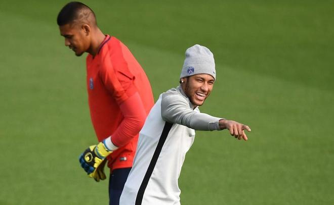 Dong doi ghen ty voi dac quyen cua Neymar tai PSG hinh anh 1