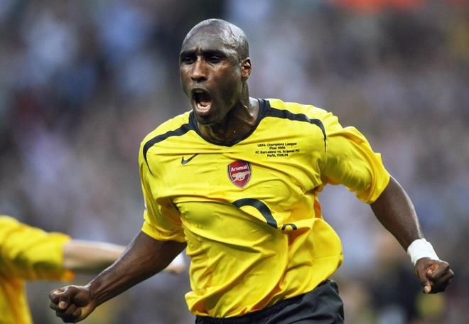 Huyen thoai Sol Campbell cua Arsenal sang Viet Nam hinh anh 2