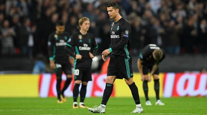 Real Madrid: Thay do, tro cung te hai hinh anh