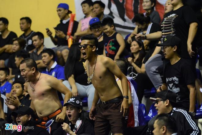 Nhom 'Ultras Thailand' quay tung bung o giai futsal Dong Nam A hinh anh