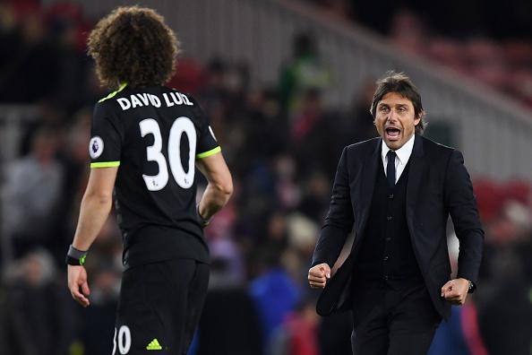 HLV Conte dung 'ban tay sat' de tri David Luiz hinh anh