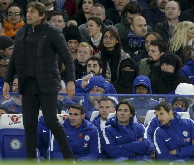 HLV Conte dung 'ban tay sat' de tri David Luiz hinh anh 1