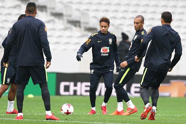 Neymar bat dau nem cai gia cho tham vong so 1 hinh anh 1