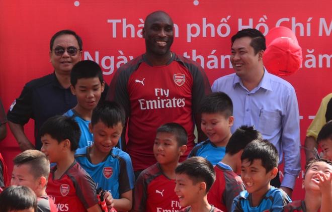 Huyen thoai Arsenal san sang toi Viet Nam lam viec hinh anh