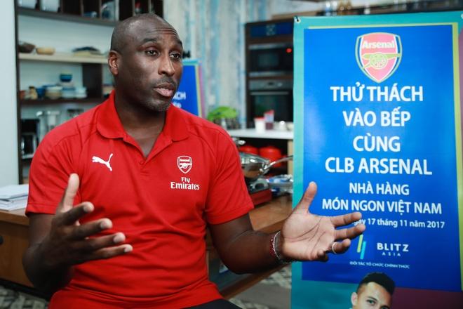 Huyen thoai Arsenal: Tottenham vo dich? Con ca chang duong dai hinh anh