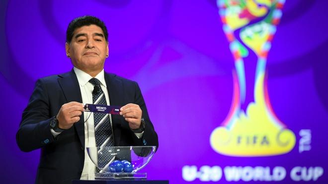 Le boc tham World Cup 2018 giua nghi van bi dan xep hinh anh