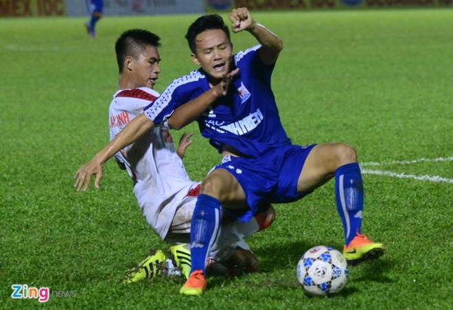 Thua sat nut, cau thu U21 Binh Duong do guc xuong san hinh anh 5