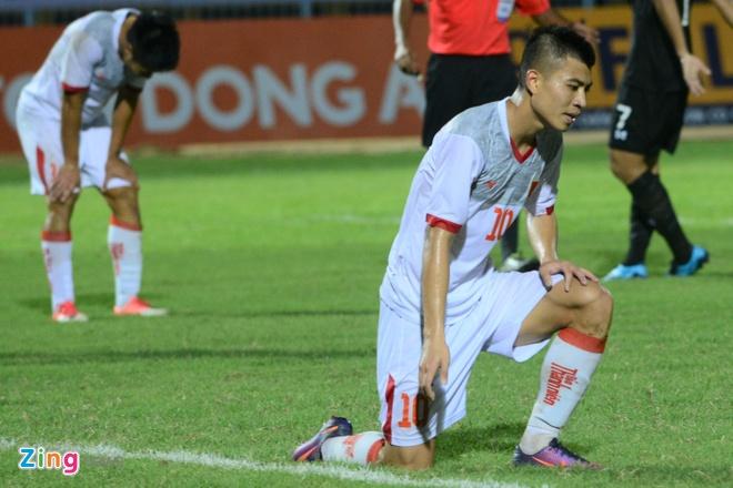 Thua nguoi Thai,  cau thu U21 Viet Nam om dau trong that vong anh 3