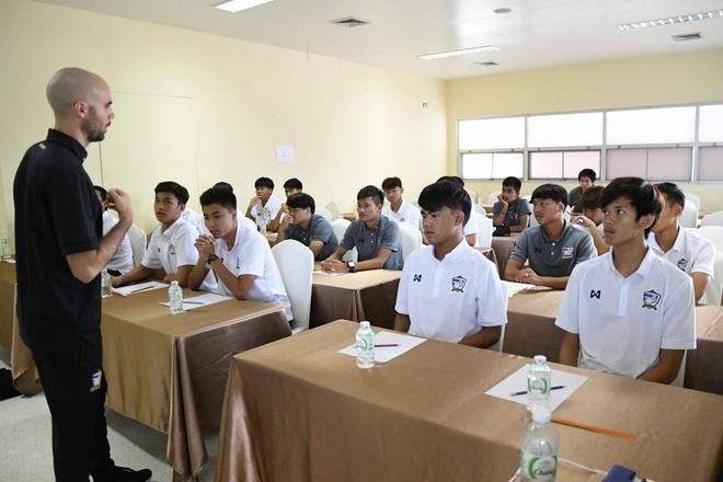 HLV U21 Thai Lan: Cau thu Viet Nam choi giong phong cach Nhat Ban hinh anh 4