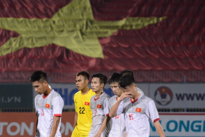 U21 Viet Nam bat luc truoc suc manh CLB Nhat Ban hinh anh