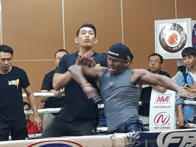 'Thanh Muay Thai' Buakaw thi trien don the tai TP.HCM hinh anh