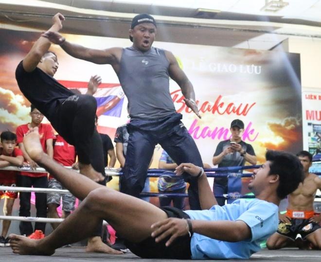 'Thanh Muay Thai' Buakaw: Tran thua Yi Long day cho toi nhieu dieu hinh anh 3