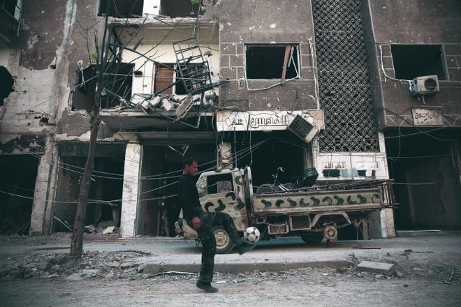 Bong da Syria: Tim chut niem vui giua su song va cai chet hinh anh