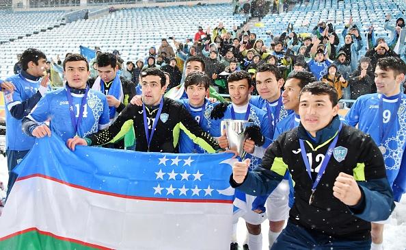 Ha U23 Viet Nam, cau thu Uzbekistan duoc tang xe hoi hinh anh